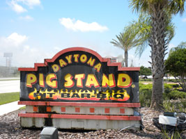 http://blog.backyard-smoker-barbeque-chef.com/wp-content/uploads/2011/04/daytona-pig-stand.jpg